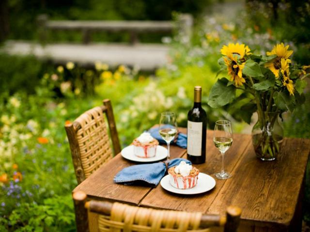Decoration de table pour recevoir en plein air design feria for Recevoir des amis a diner