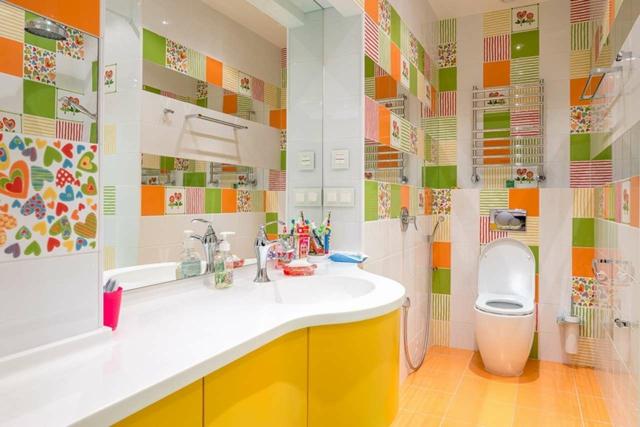Am nagement d une petite salle de bain 3 plans astucieux for Surface d une salle de bain