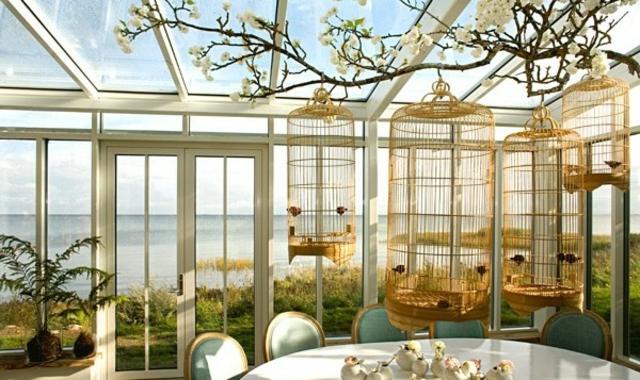 Deco vintage un brin romantique avec des voli res design for Decoration maison romantique