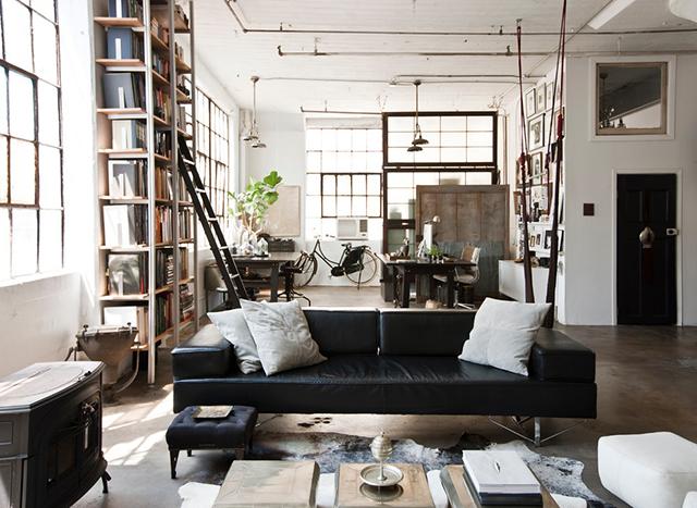 Style industriel pour un loft moderne de ville design feria - Sejour style industriel ...