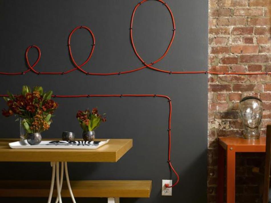 Décoration Murale À L'Aide De Câbles Électriques