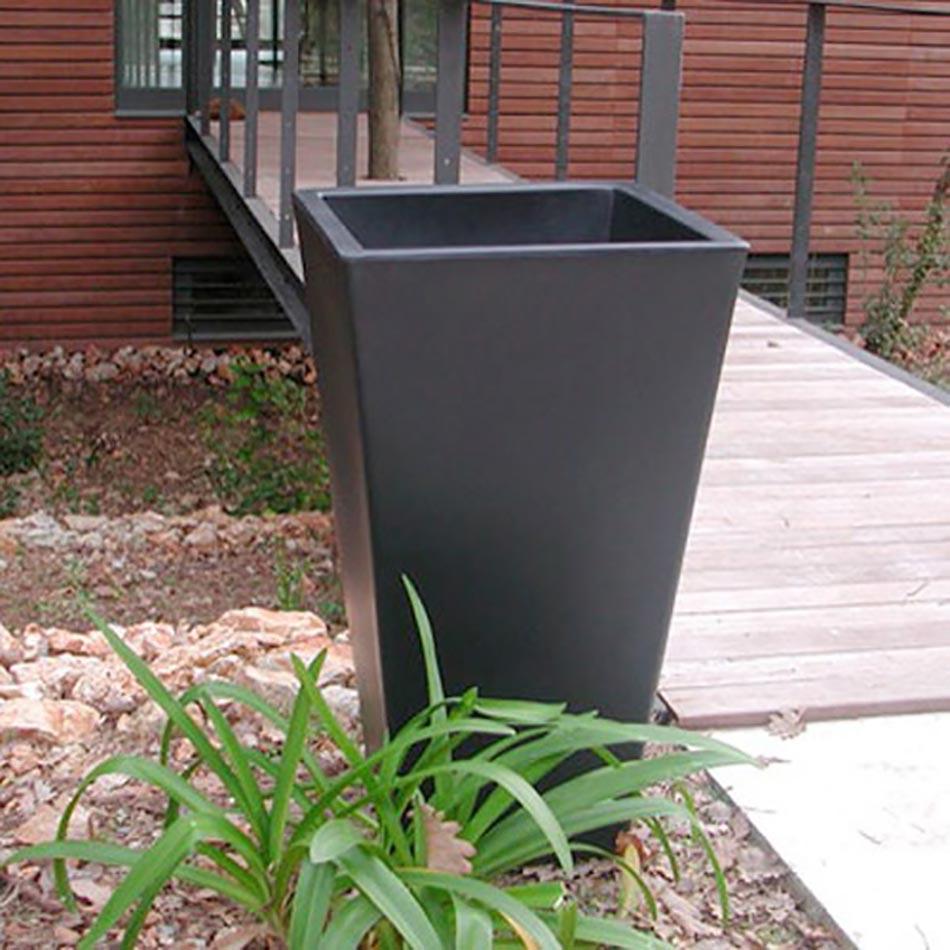 Agreable Slide Y Pot Vase Outdoor
