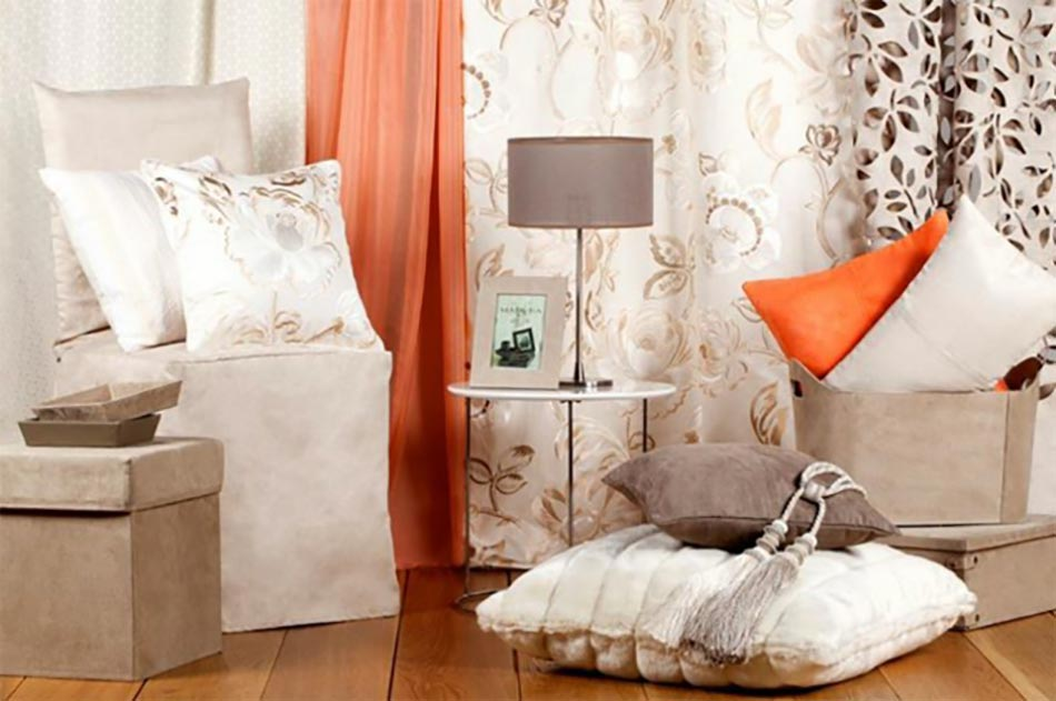 Linge de maison en beige, marron et orange