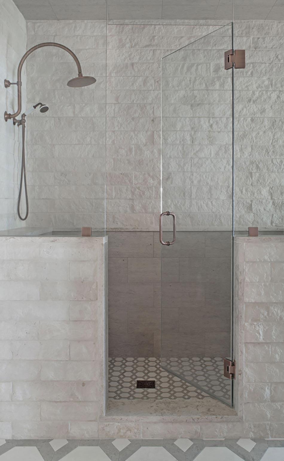 Salle de bain design au style intemporel design feria - Salle de bain moderne douche italienne ...