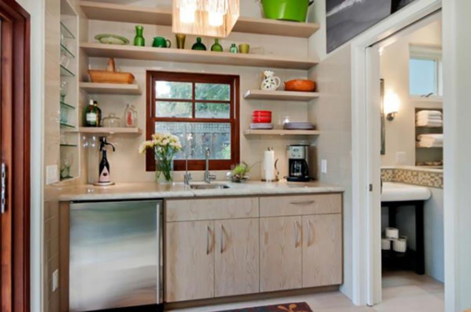 La kitchenette moderne quip e et sur optimis e - Cuisine petite et fonctionnelle ...