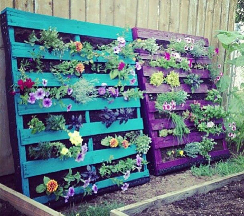 En palette bricolage creer du mobilier de jardin avec des - Desserte en palette ...