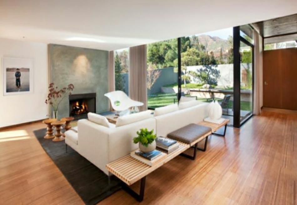 Bon Inspiration Zen Pour Ce Salon à La Vue Sur Le Jardin Et Les Collines