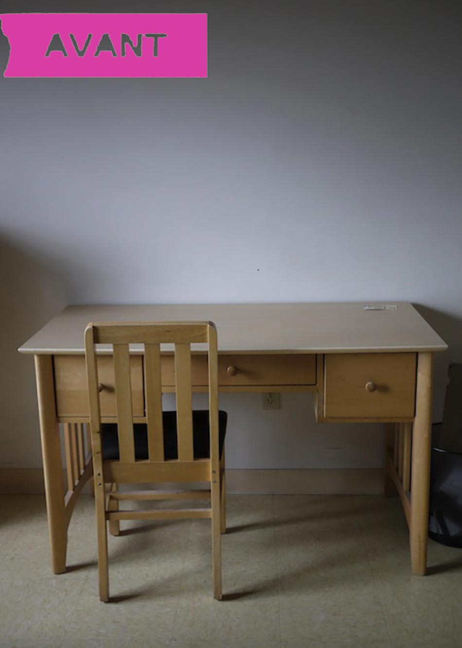 avant le côté bureau  table