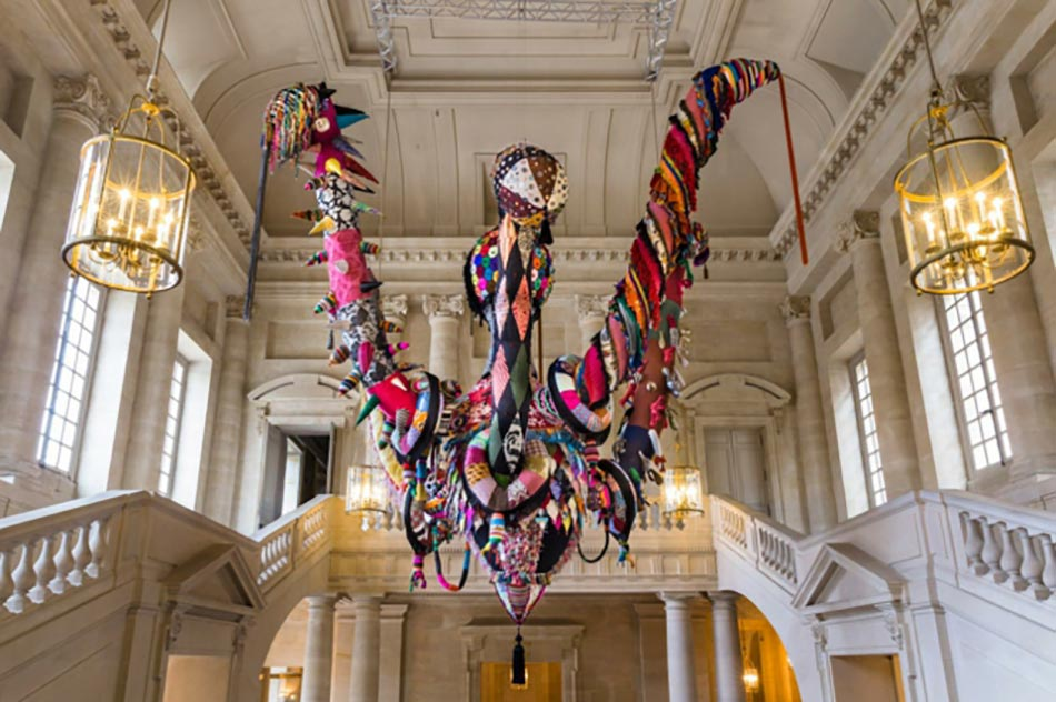 œuvre contemporain mary poppins par joana vasconcelos