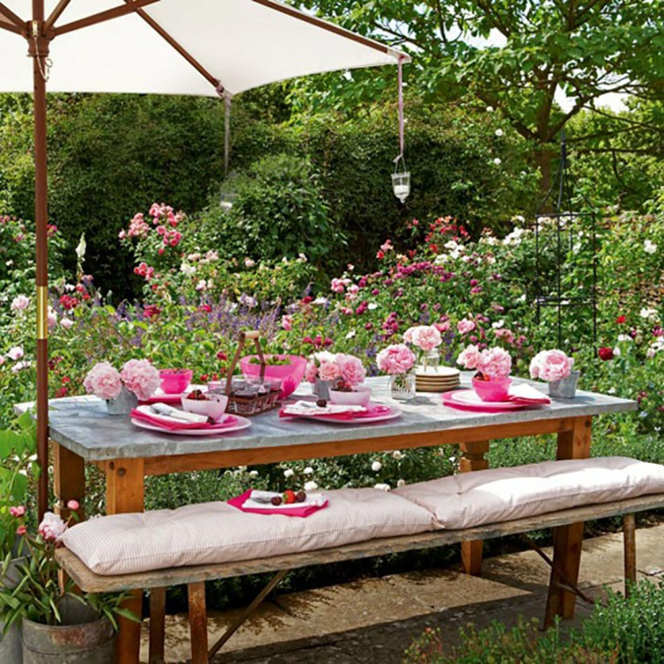Decoration de table pour recevoir en plein air design feria for Idee deco theme jardin