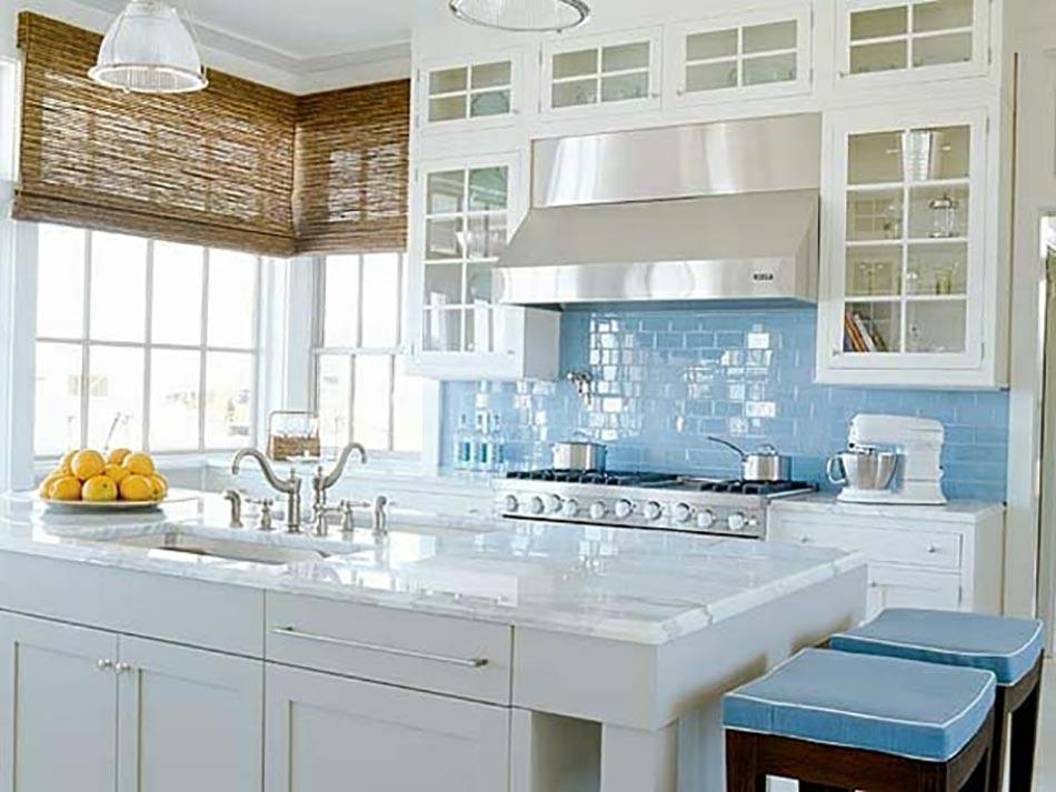 Une cuisine en bleu inspir e par la mer for Cuisine amenagee bleue
