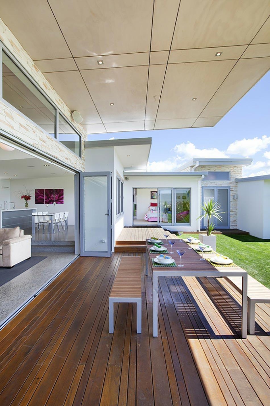 la terrasse en bois ou la prolongation de la maison en plein air design feria. Black Bedroom Furniture Sets. Home Design Ideas