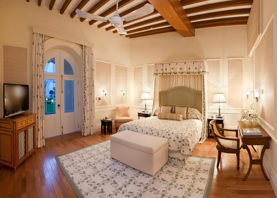 De Haute Qualite Une Des 45 Chambres De Ce Hotel De Luxe. Chambre Vert Pastel   Taj  Falaknuma Palace