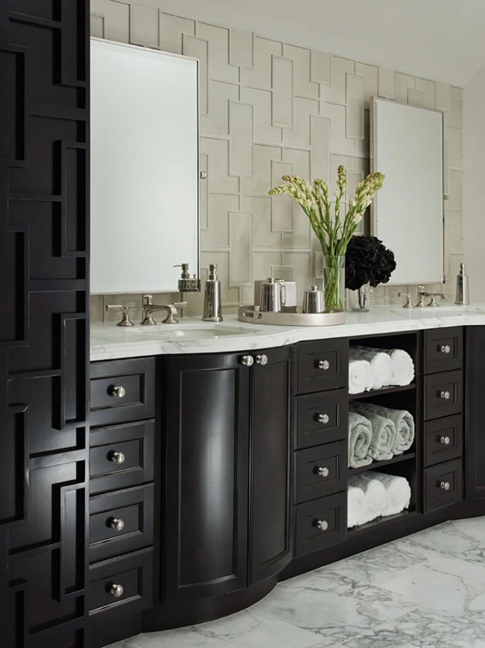 Mélange En Blanc Et Noir Pour Cette Salle De Bain Moderne
