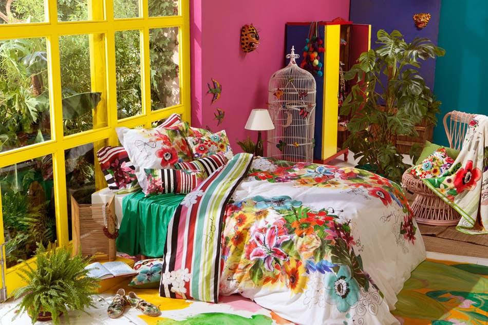 Parure de lit cr ant une ambiance color e et printani re dans la chambre coucher design feria - Chambre coloree ...