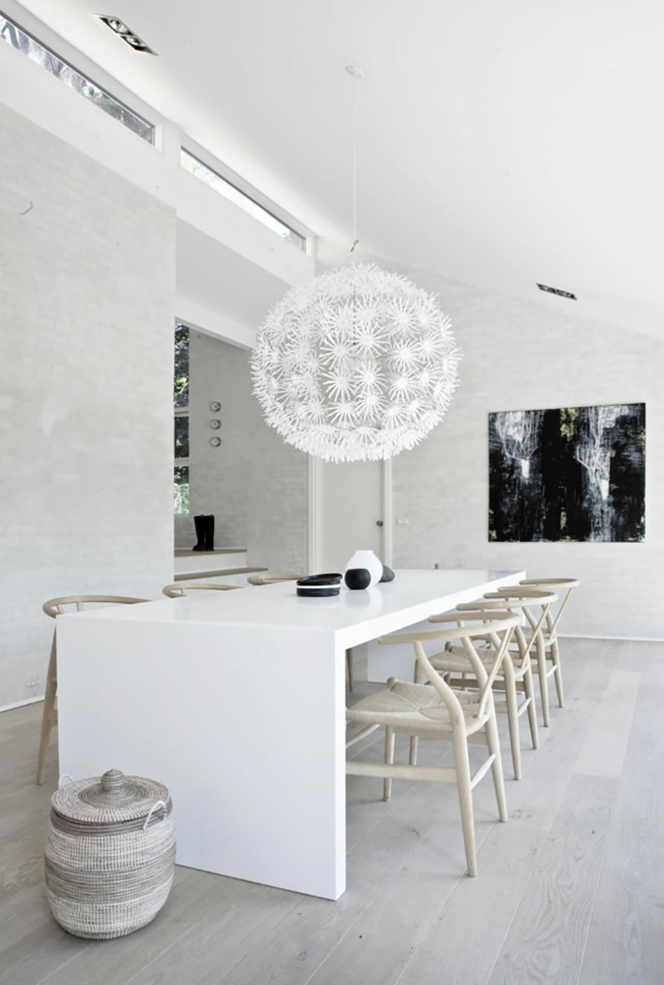 design int rieur d un blanc immacul design feria. Black Bedroom Furniture Sets. Home Design Ideas