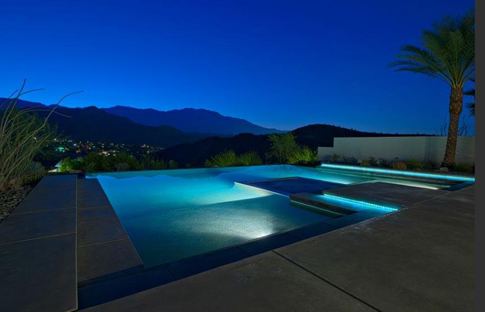 Piscine de luxe pour une r sidence de prestige design feria for Piscine eclairee la nuit