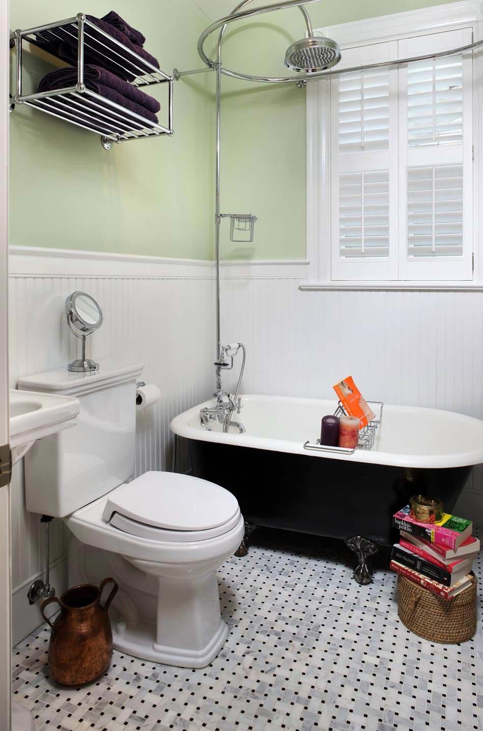 Baignoire de couleur pour relooker et embellir votre salle de bains design feria for Petite salle de bain design avec baignoire