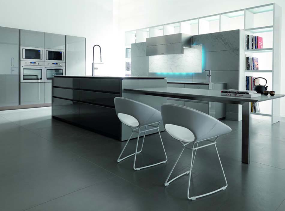 Superbe cuisine spacieuse en blanc et marron où les placards sont ...