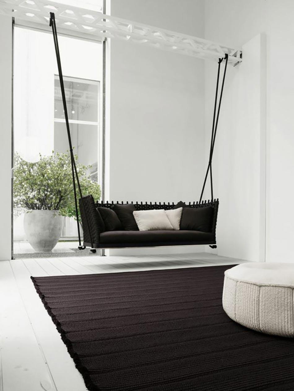 Un int rieur sympa avec une balan oire pour adulte for Home design interieur