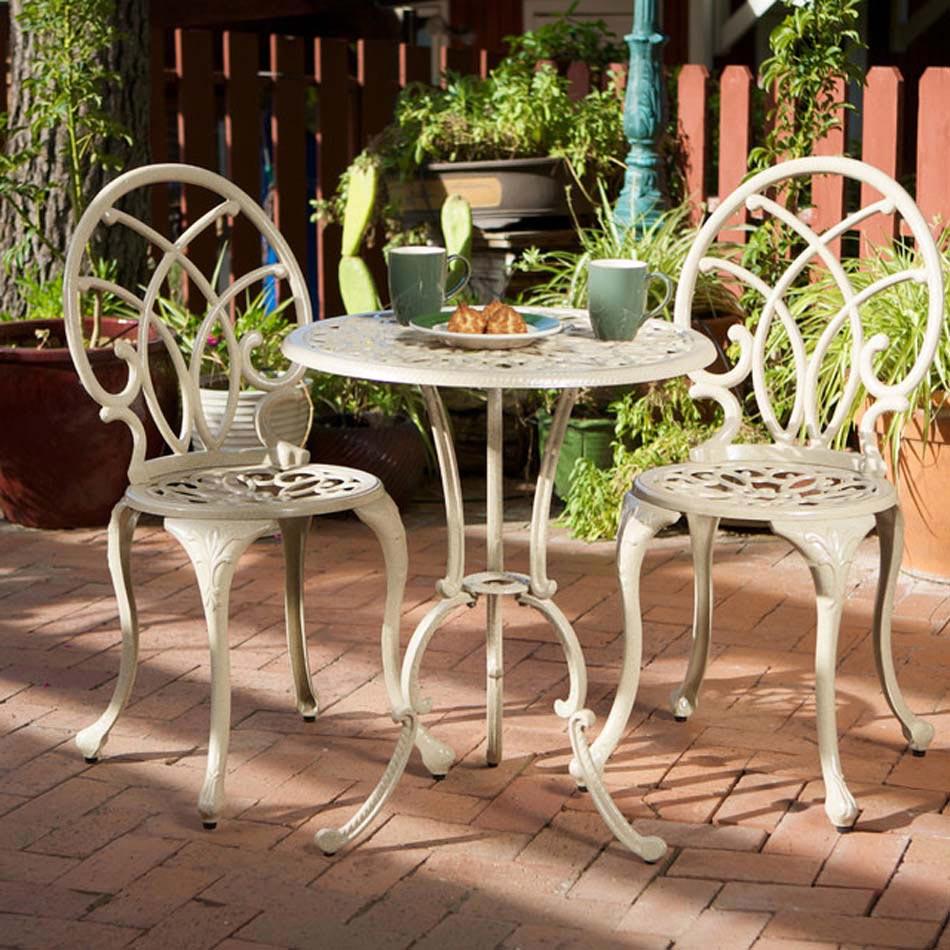Table de bistro reliant fonctionnalit et esth tisme afin for Table exterieur luxe
