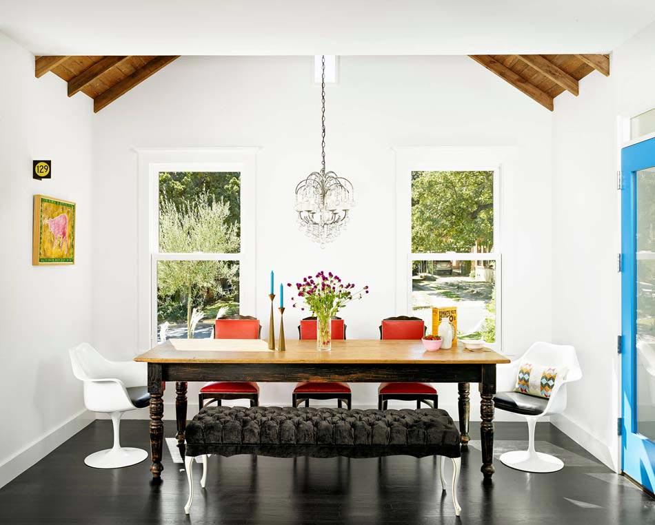Les chaises d pareill es qui gayent l ambiance de la for Style deco salle a manger
