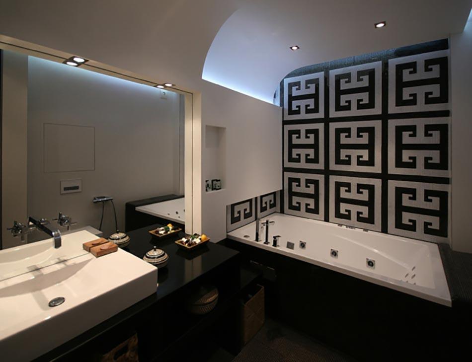 Des teintes sombres pour une salle de bain moderne for Salle de bain design noir et blanc