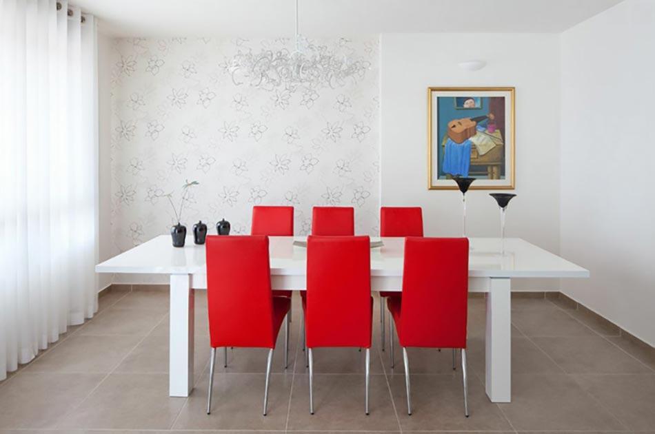 Le blanc en tant que fond parfait pour une d co design moderne design feria - Salle a manger rouge et noir ...