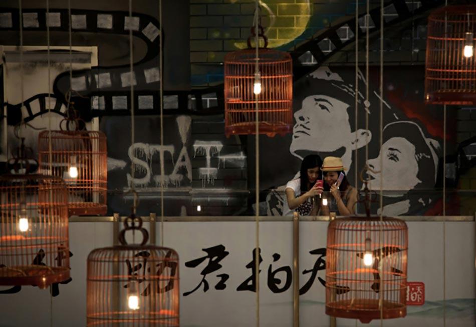 Bougeoir Pour Une Deco Vintage Romantique. Bougie Cage à Oiseaux  Romantique. Volières En Cuivre Pour Des Abat Jours Créatifs