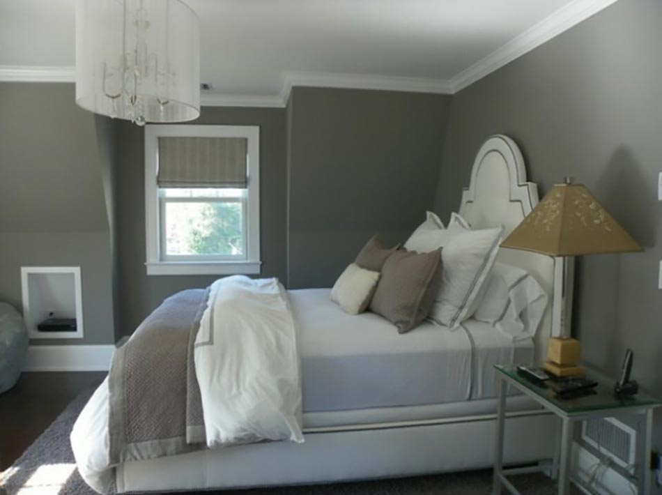 Murs et ameublement chambre tout en gris tendance - Chambre avec lit noir ...