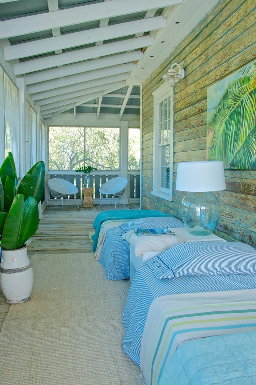 la veranda moderne transform e en coin de sommeil estival design feria. Black Bedroom Furniture Sets. Home Design Ideas