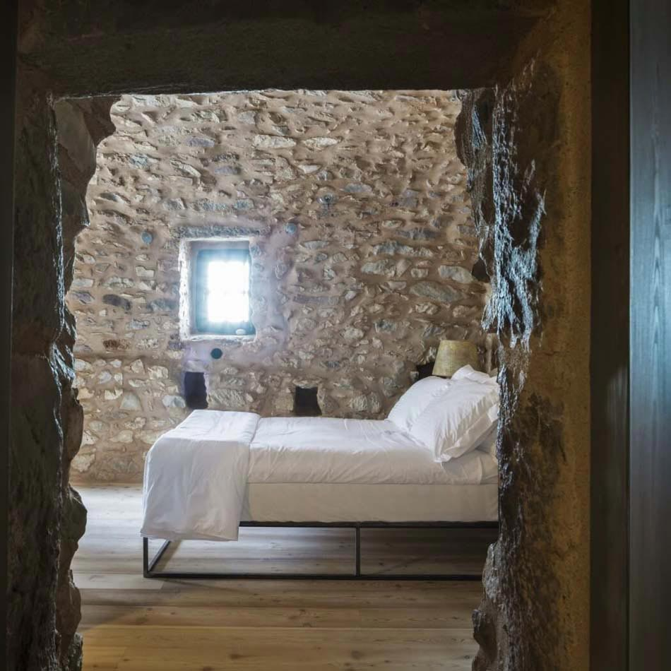 tainaron blue retreat les chambres d h tes grecques au pass tr s historique design feria. Black Bedroom Furniture Sets. Home Design Ideas