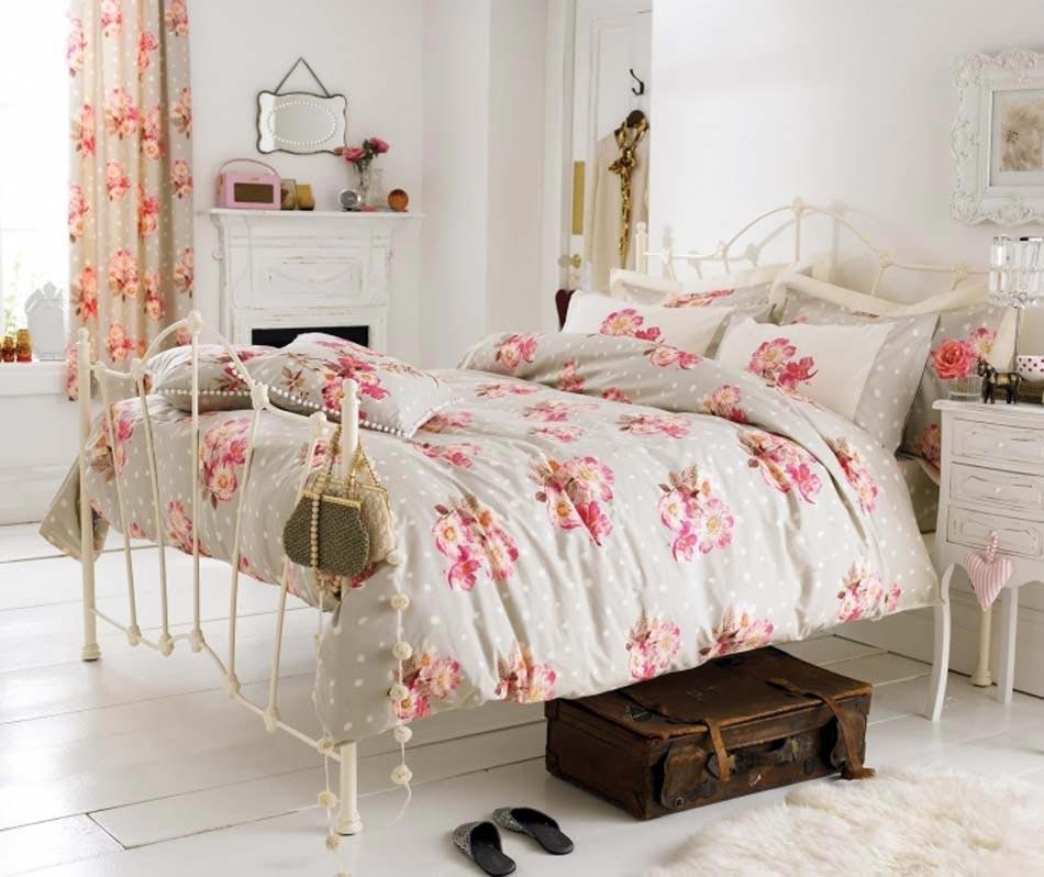 parure de lit cr ant une ambiance color e et printani re dans la chambre coucher design feria. Black Bedroom Furniture Sets. Home Design Ideas