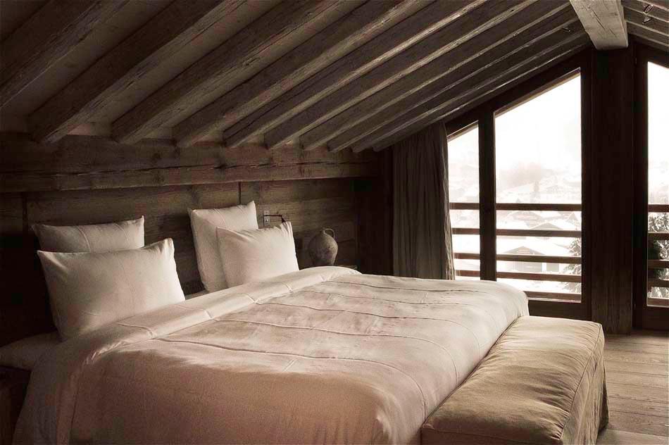 zannier chalet en bois promettant des vacances exceptionnelles au c ur des alpes design feria. Black Bedroom Furniture Sets. Home Design Ideas