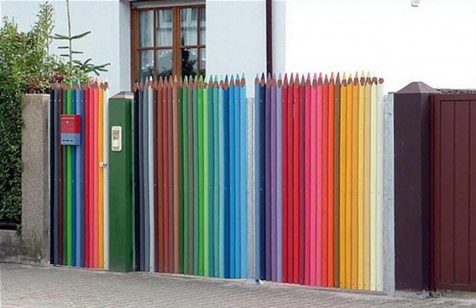 Une façade du jardin unique grâce à une clôture originale   Design Feria