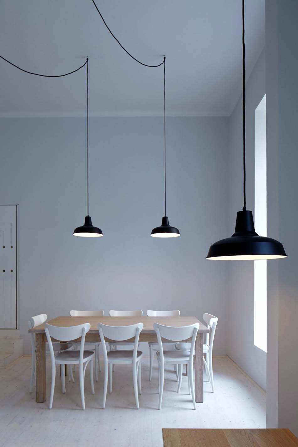 un bistro caf au concept design minimaliste et artistique au c ur de prague design feria. Black Bedroom Furniture Sets. Home Design Ideas