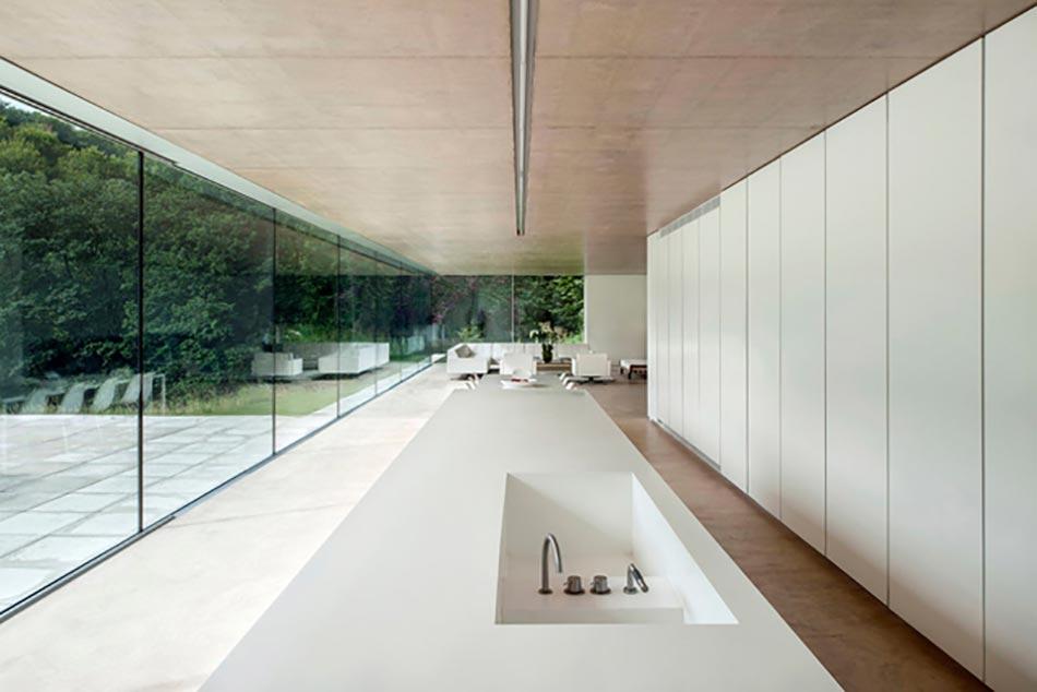 cuisine minimaliste au design contemporain en blanc design feria. Black Bedroom Furniture Sets. Home Design Ideas