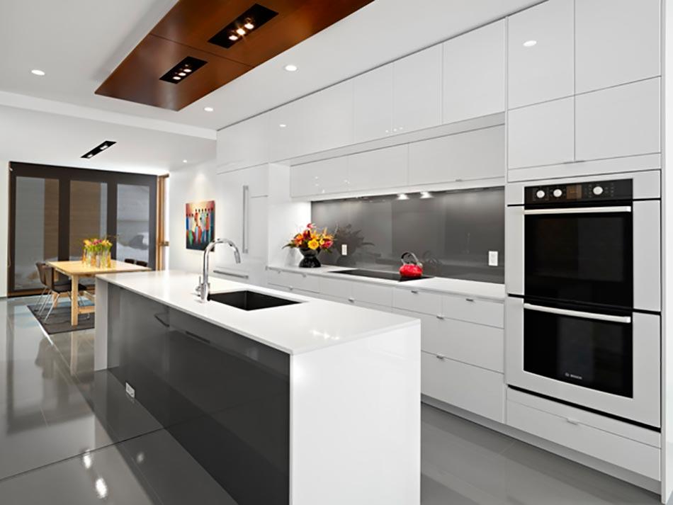 Cuisine minimaliste au design contemporain en blanc | Design Feria