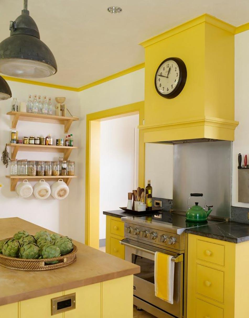 Ambiance accueillante et conviviale dans une cuisine jaune for Jolie cuisine ouverte