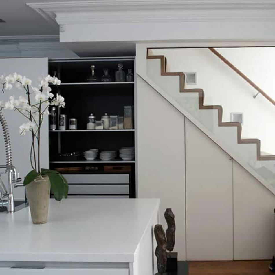 Super Cuisine design sous l'escalier à voir | Design Feria FM08