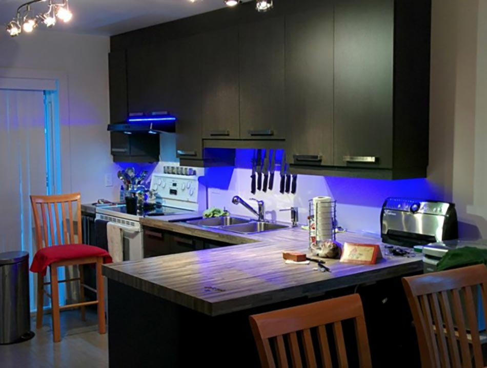 fabulous cuisine ruban led with ruban led cuisine. Black Bedroom Furniture Sets. Home Design Ideas