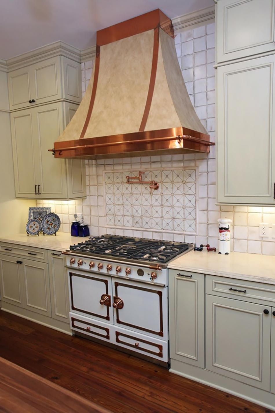 15 id es d co d int rieur cuivr es pour une maison for Habillage hotte de cuisine