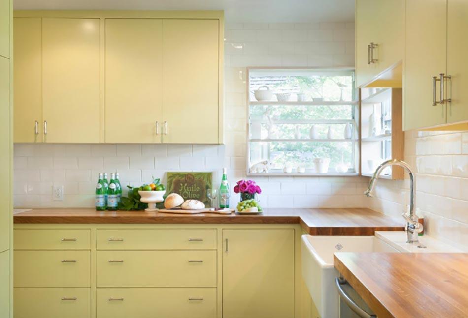 Ambiance accueillante et conviviale dans une cuisine jaune for Deco cuisine jaune pale