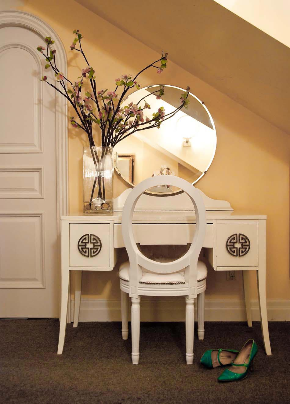 belle table de coiffeuse dame