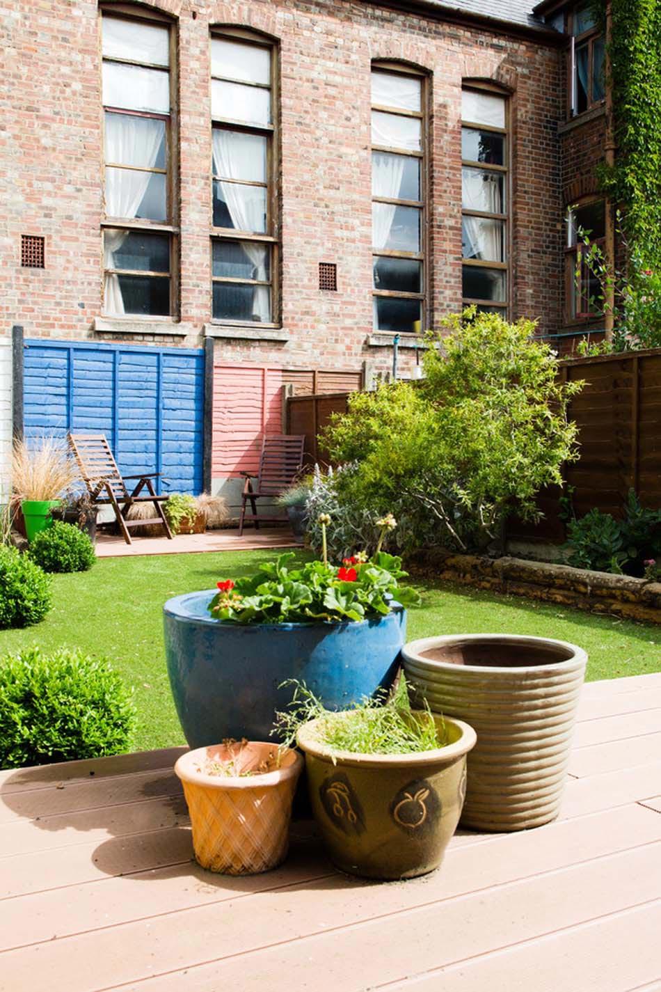 Des id es de d co jardin qui apportent de la couleur nos - Decoration pour mur exterieur de jardin ...