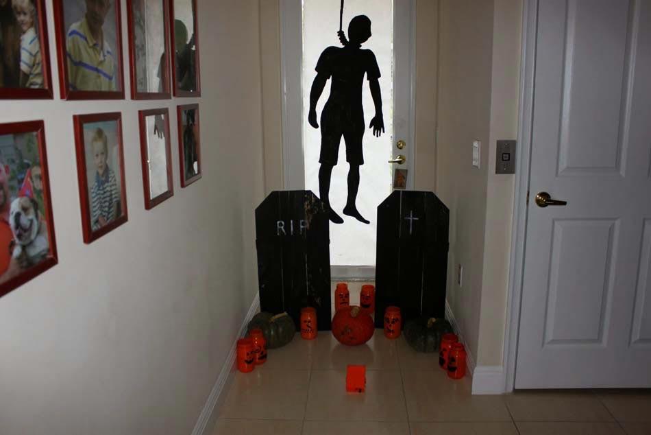 D co halloween afin de se plonger dans l ambiance de cette - Deco entree maison interieur ...