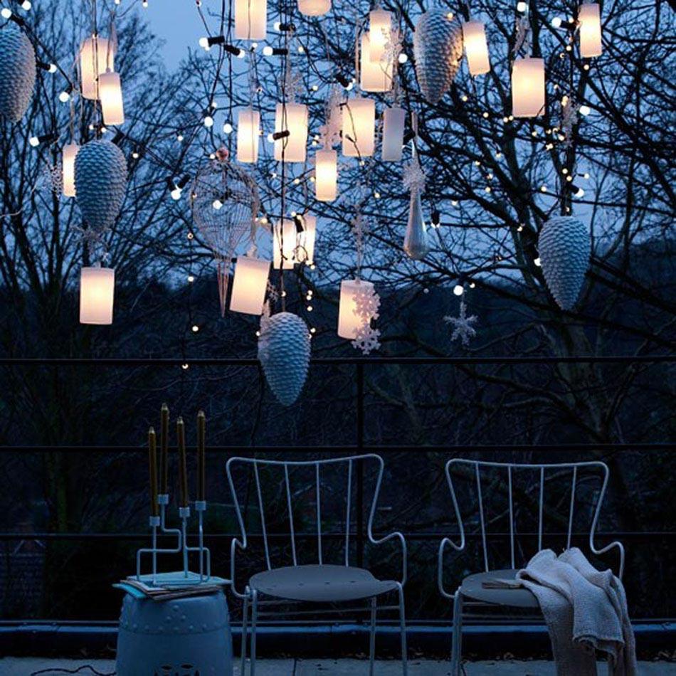 Une d co led outdoor afin de mieux c l brer l esprit des f tes de fin d ann e design feria - Deco jardin noel versailles ...