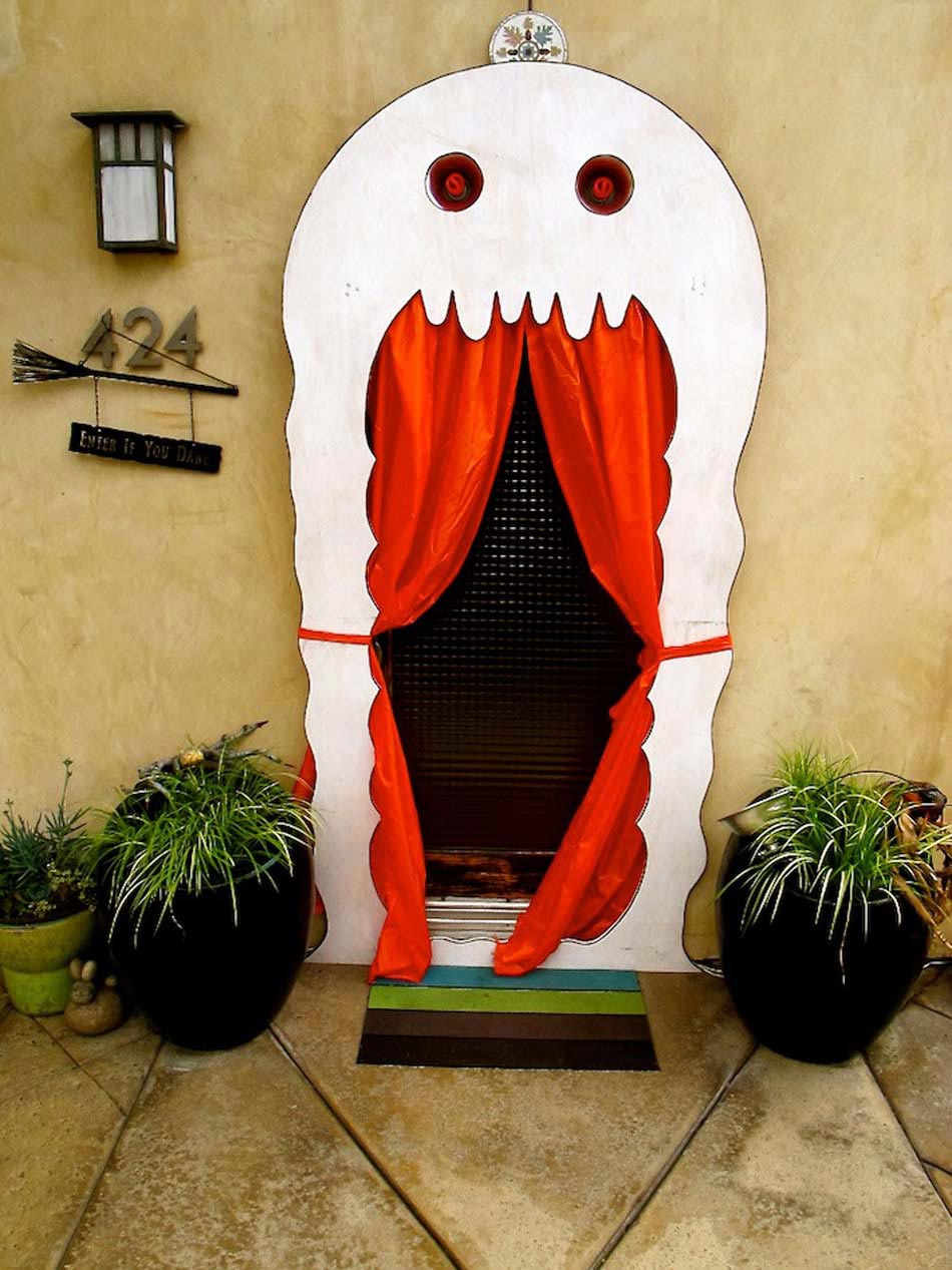 17 id es de d co halloween faisant revivre les fant mes du for Idee decoration porte halloween