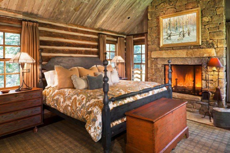 L esprit montagne refl t dans une chambre rustique for Decoration interieur en bois