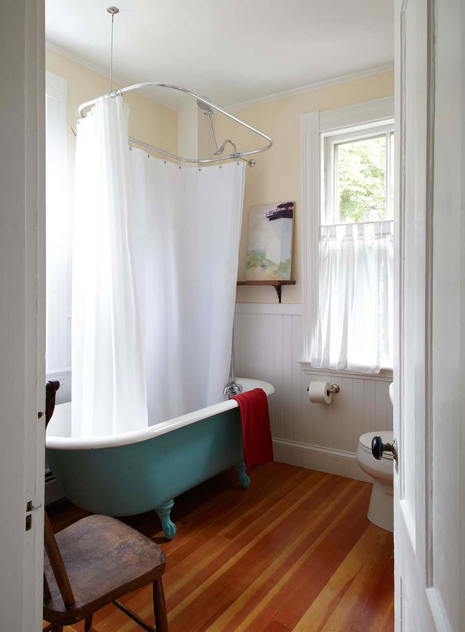 Clawfoot tub with shower enclosure clawfoot tub shower for Kit deco salle de bain